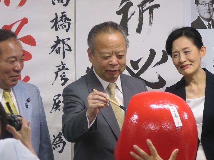 狛江市長選挙 高橋都彦 市長が再...